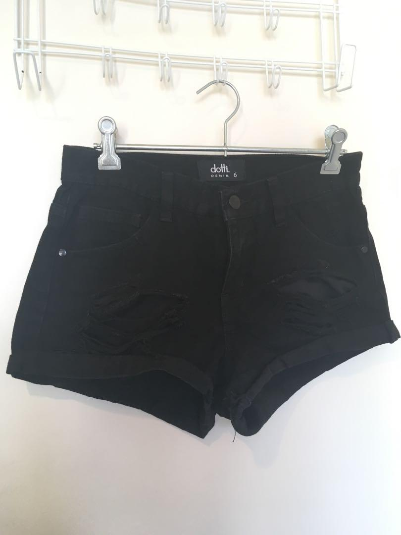 Dotti black denim short size 6 + coton on embroid short size 6