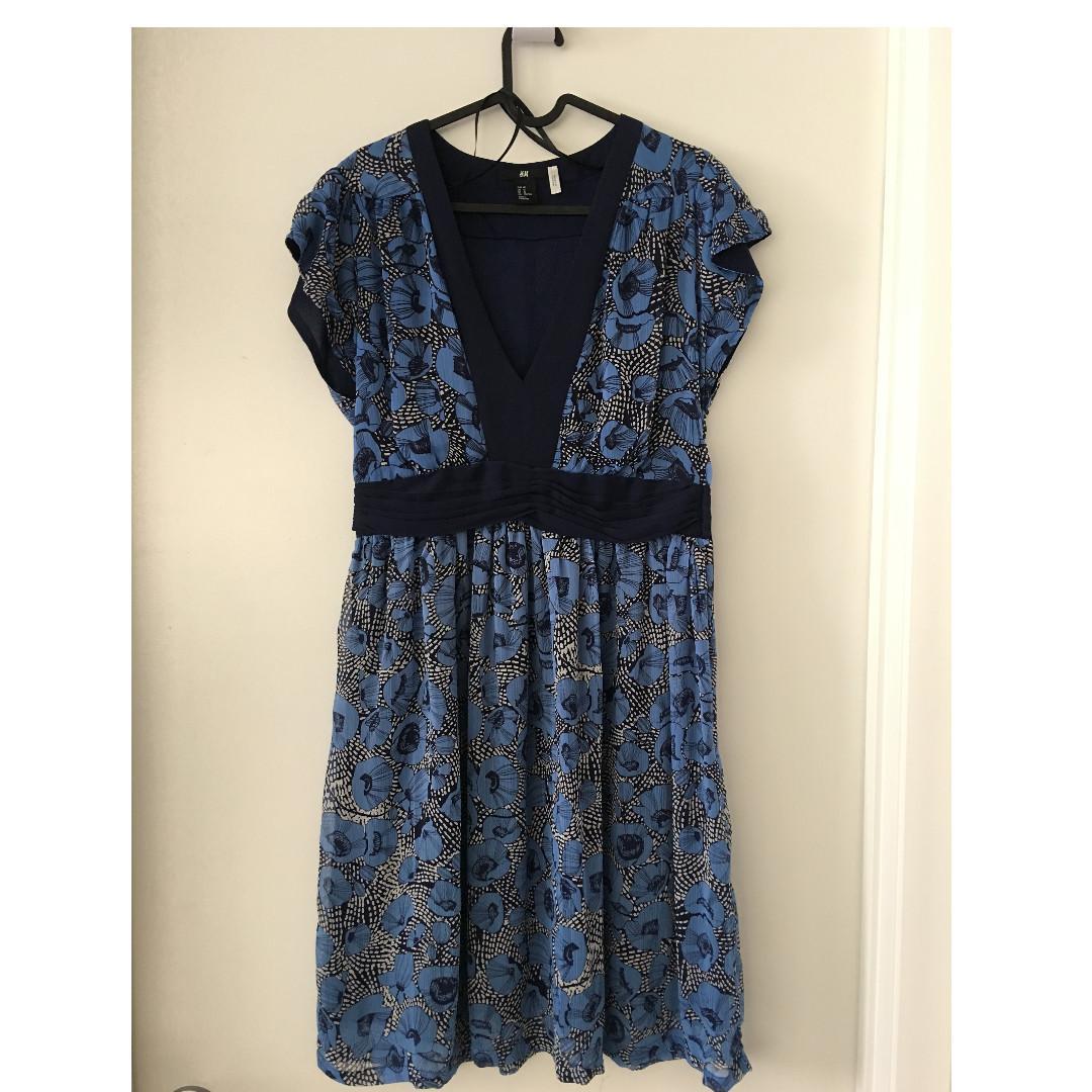 New HM H&M Spring Summer V-neck blue navy floral print dress, size 10