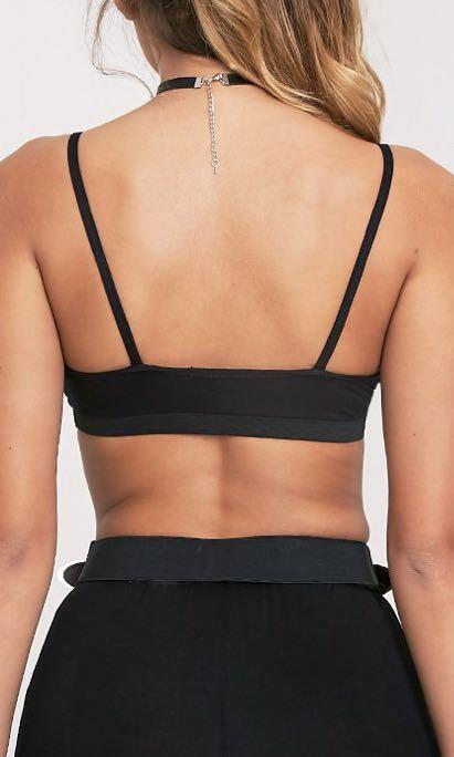 PRETTY LITTLE THING - Rhoda Black Triangle Strap Detail Bralette