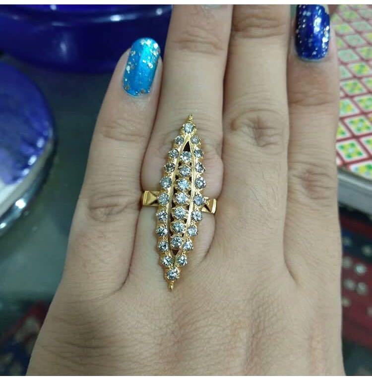 Turun harga say, cincin malkisnya super duper mewah dan batu putih bening berkilau