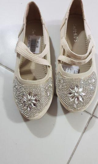 🚚 Kid shoe