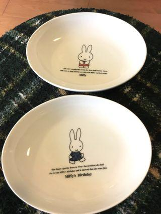 全新日本製Miffy 瓷碟(1套2隻)有盒