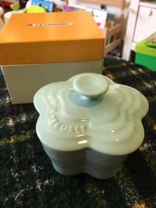 全新Le Creuset mint small ramekin fleur with lid 限定色薄荷色花型有蓋烤盅