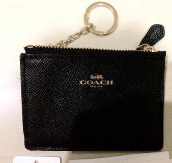 Coach dompet kartu  warna hitam /  id  wallet type skinny mini all black ( hitam )   F12186 original 100% with tag $68 USA  Size 11 cm x 8 cm   Ring Gold hard wear  ( GHW )  Colour black / hitam  Tag price  Care instructions