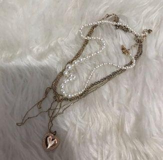 Stradivarius necklace free pouch