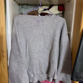 🚚 灰色針織喇叭袖毛衣