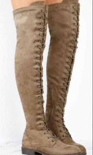 Low-heeled boots over the knee size 7