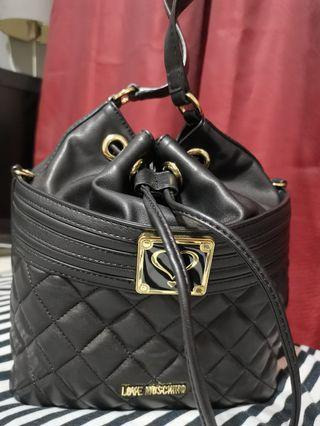 LOVE MOSCHINO NAPPA QUILTED BUCKET BAG