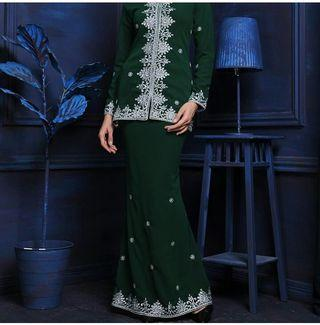 Ameesha luxe emerald green saiz s and l