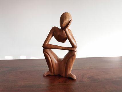 🚚 Wood sculpture art display