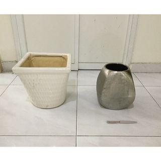 2 comtemporary design ceramic pots