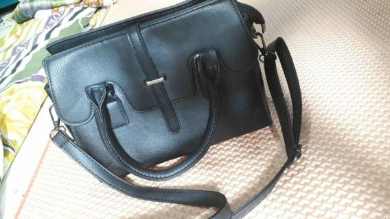 Tas batam warna hitam solid