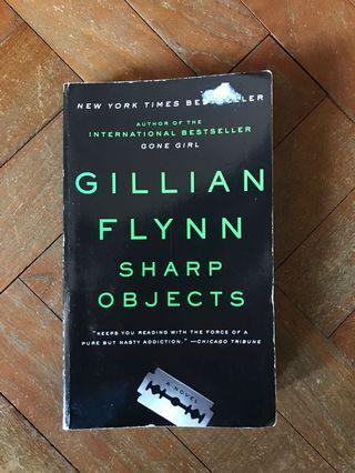 🚚 Sharp Objects by Gillian Flynn
