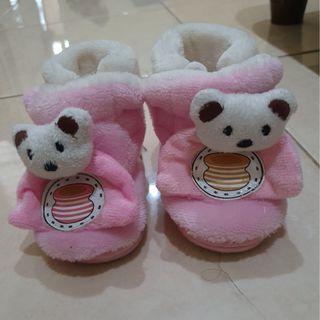 Sepatu bayi perempuan 3-6 bulan