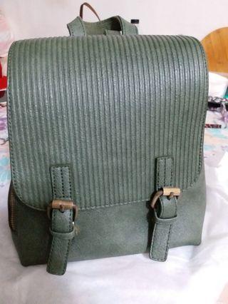 綠色小後背包