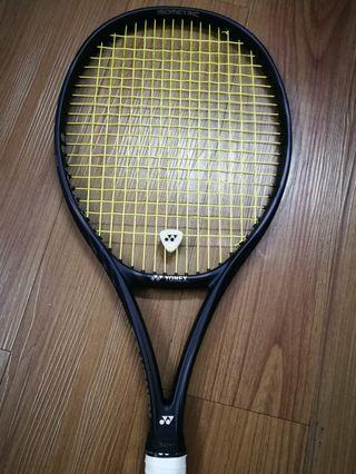 🚚 Yonex VCore 98 tennis racquet