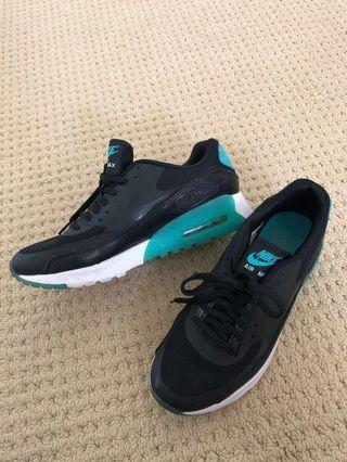 Nike- air max