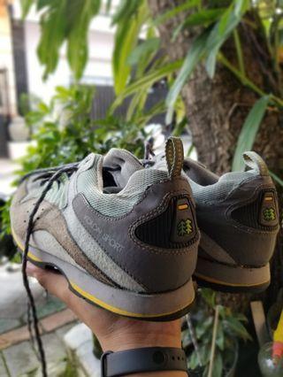 Sepatu second Hiking Outdoor
