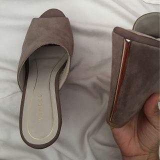 TAUPE VINCCI WEDGES (NEW)