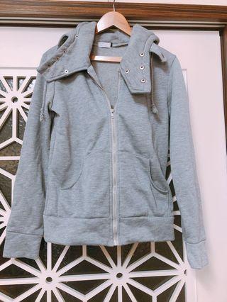 🚚 灰色外套