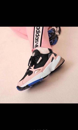 🚚 轉賣adidas Adidas Originals Falcon B28126 黑粉 郭雪芙楊冪 著用