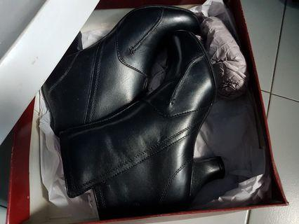 Hush puppies boots heels us8/ 39