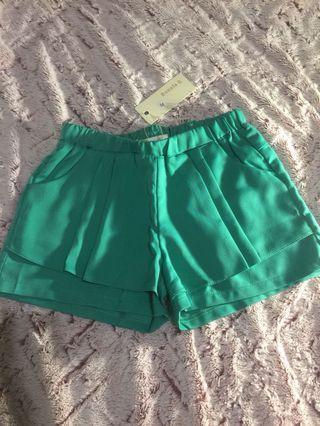 全新✨超美✨翠綠色短褲