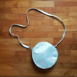 🚚 H&M Holographic Round Sling Bag