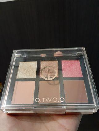 O.two.o eyeshadow and cheek palette no 04