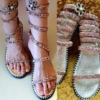 🚚 High Sandals