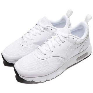 Nike 全白運動鞋