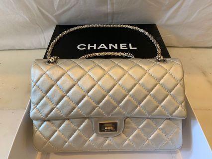 Chanel 2.55 silver champagne