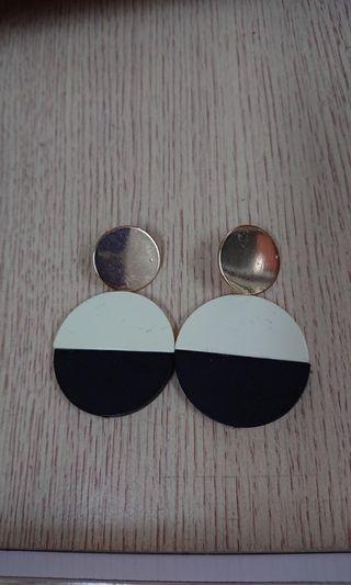(包郵)黑白木耳環