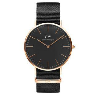 🚚 Daniel Wellington classic petite watch