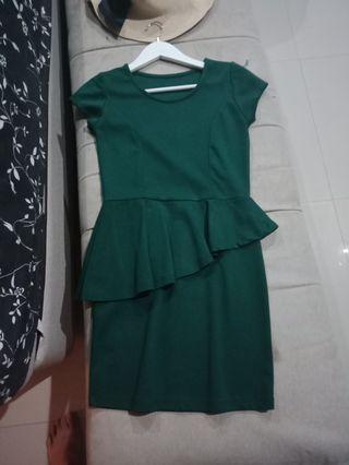 Green peplum dress, look so fit to ur body