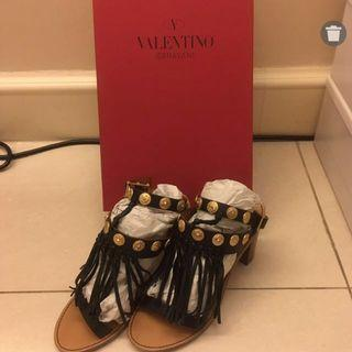 🈹💯Valentino Shoes (Size 36)