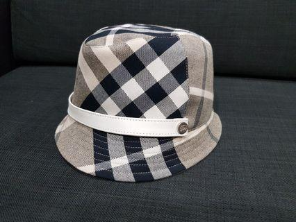 💯 Authentic Brand New Burberry hat