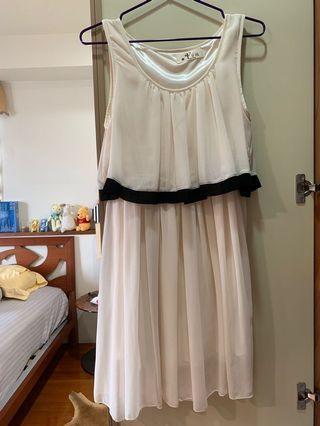 米白色波浪飄逸洋裝