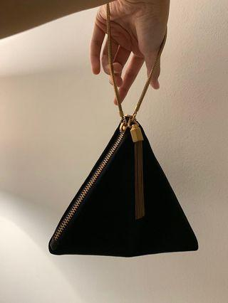 🚚 Charles and Keith Triangle Wristlet