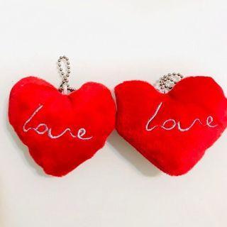 少量現貨 💞 心心相印拼合紅心 LOVE 軟綿綿毛絨匙扣 手袋書包掛飾 情人節周年紀念 示愛求婚婚禮禮物 DOUBLE LOVERS COUPLE RED HEARTS CHARMS VALENTINES MOTHER'S DAY DAY