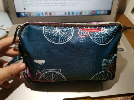 🚚 Water-proof clutch / lunch bag