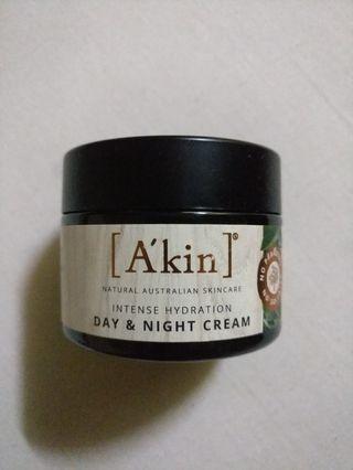 A'kin moisturiser