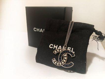 🚚 香奈兒Chanel經典雙C雙色珍珠兩段式項鍊(銀)