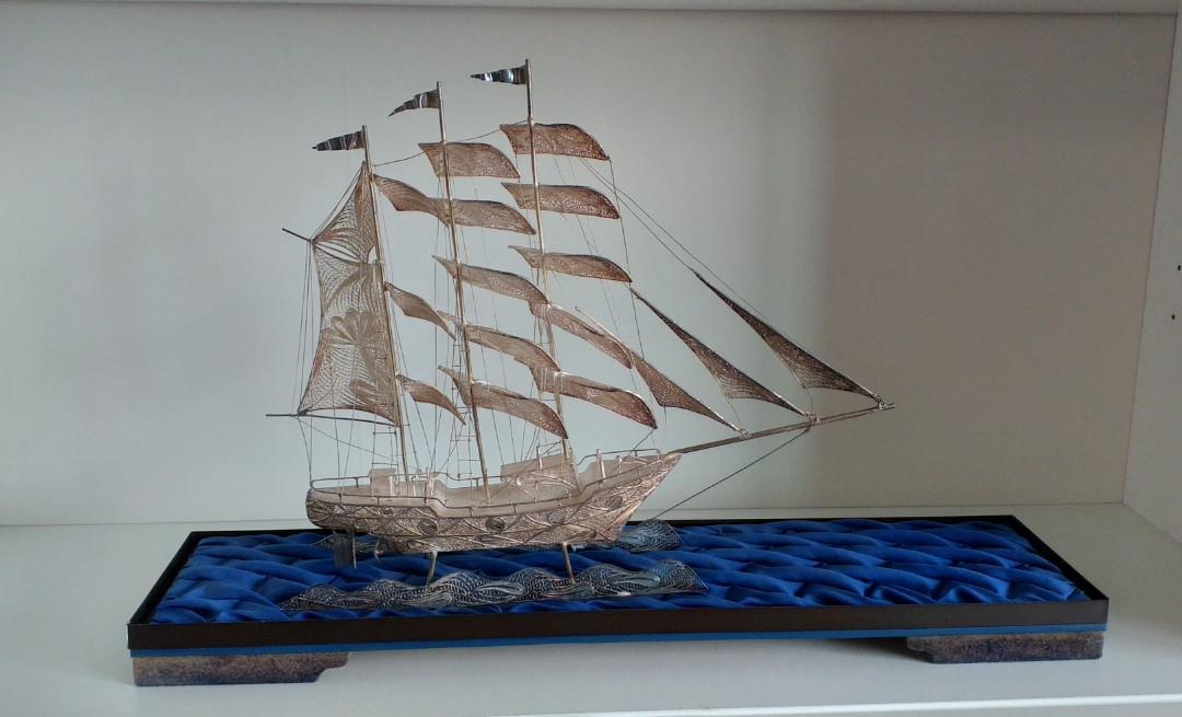 銀製大船入港