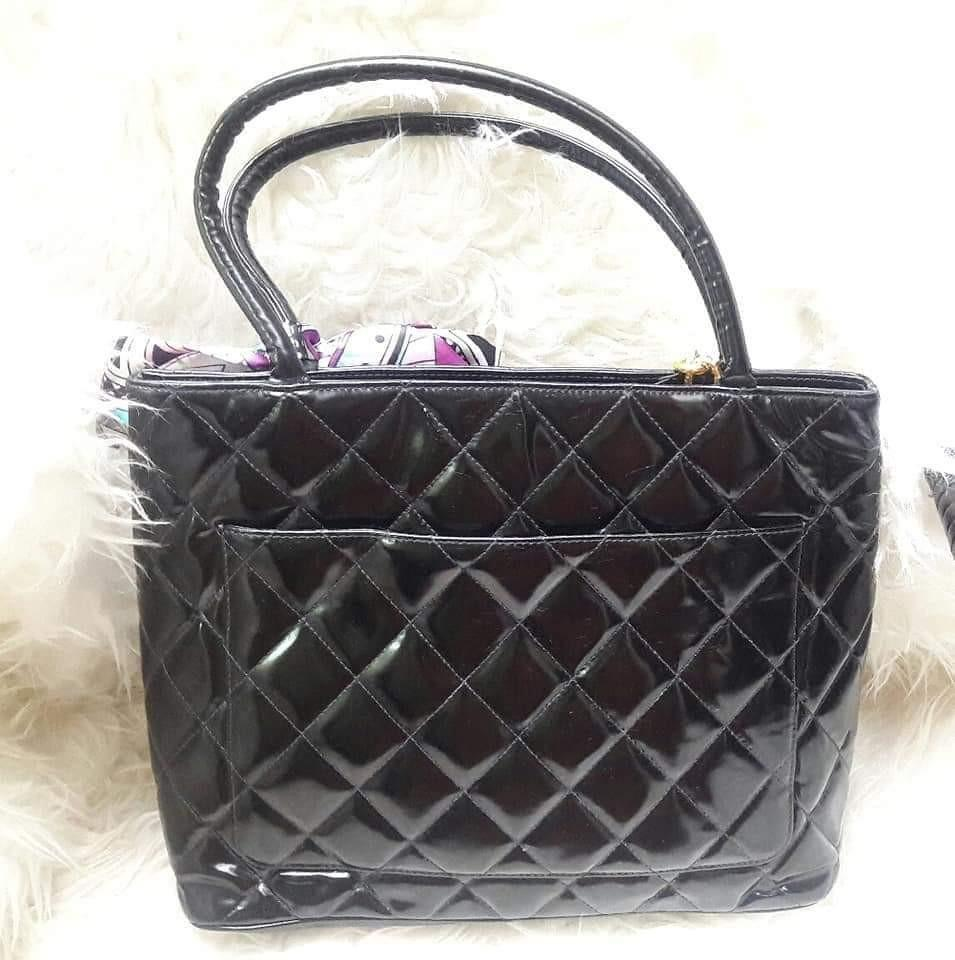 Fast Sale!!!Fixed Price  Authentic Chanel Medallion in Black Patent Leather #4👛👛👛