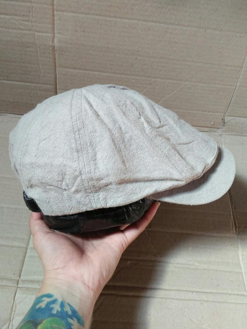 Flatcap /hooligans cap 80s Brand: One Roll Original made in Japan Color: khaki/cream Vintage authentic Size: M-XL/free(pakai strap belakang,bisa di setel sesuai ukuran kepala) Full tag logo brand Kondisi: 96% mulus