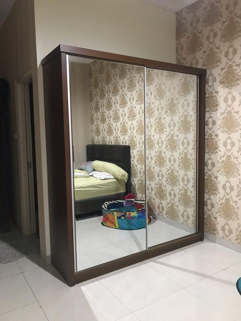 Lemari kayu cermin besar
