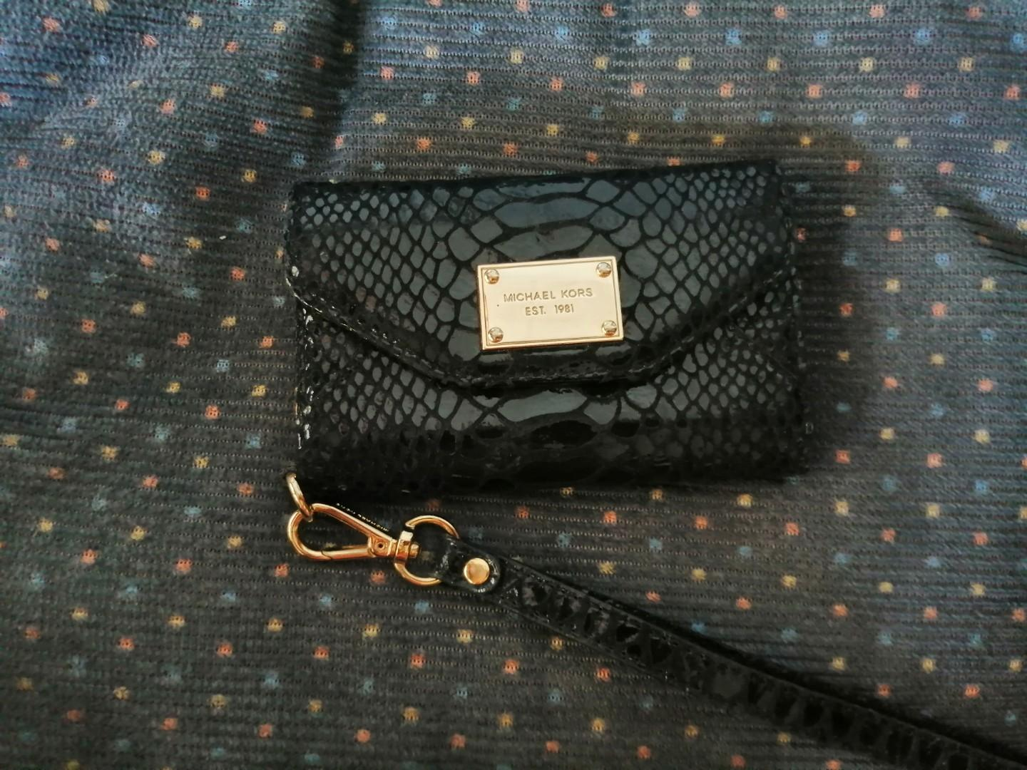 f4f39bade1a4 Michael Kors Black Python Leather iPhone 4/ 4S Wallet Wristlet Case on  Carousell