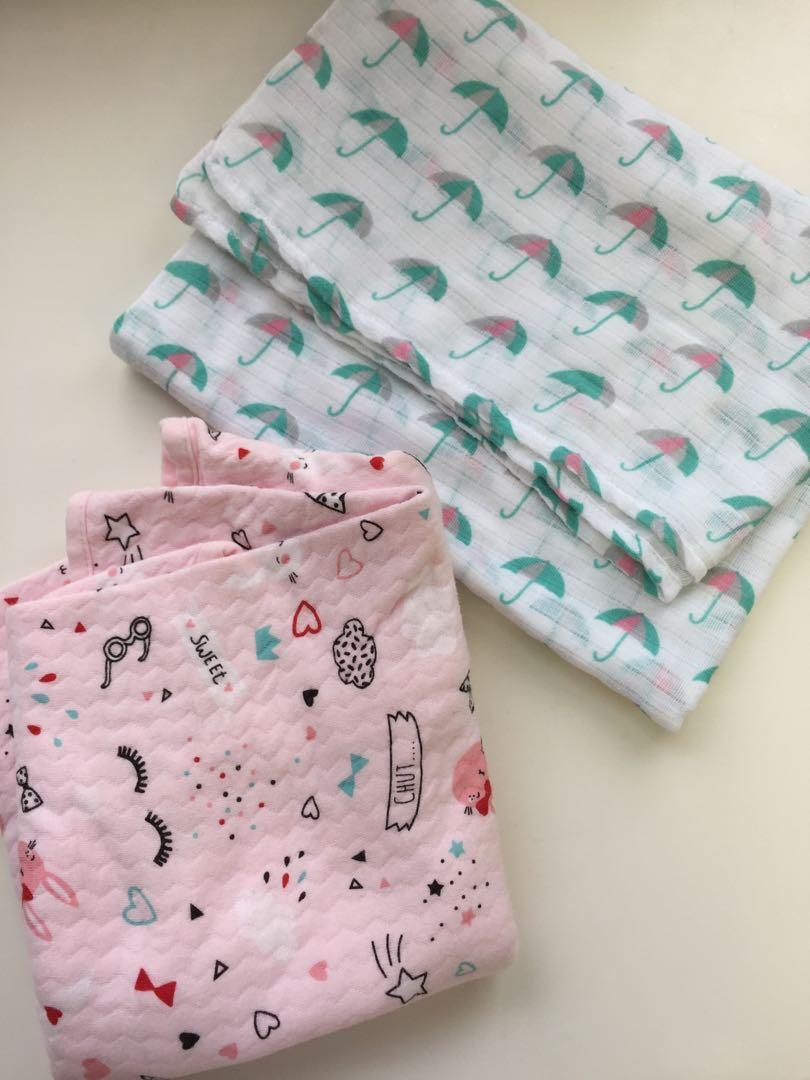 Swaddle and mousseline blanket