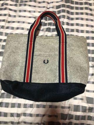 🚚 Fred Perry Shoulder Bag